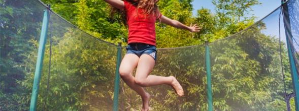 Trampoline springen in de vakantie